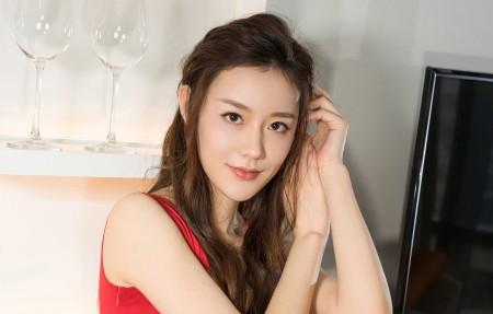 红色裙子可爱美女江琴4k高端电脑桌面壁纸