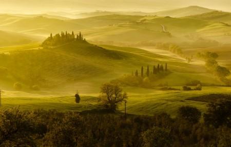 意大利托斯卡纳乡村早晨风景4k高端电脑桌面壁纸