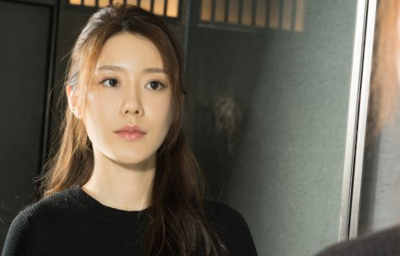江琴 镜子 黑色毛衣长发美女3440x1440高端电脑桌面壁纸