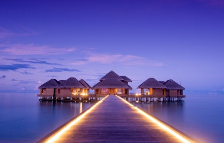 马尔代夫索尼娃姬莉岛度假酒店 港口 日落 码头4k风景高端电脑桌面壁纸