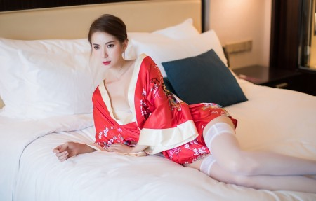 Carry 红色和服美女 白色丝袜 4k超高清壁纸推荐