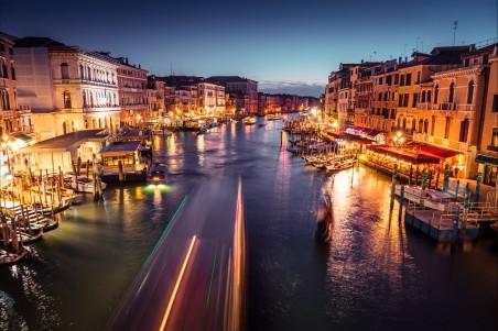 威尼斯大运河夜景4k高清高端电脑桌面壁纸