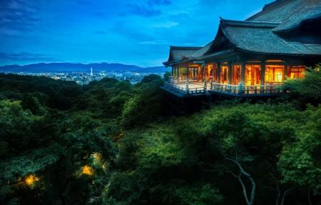 日本京都的树梢寺庙4k风景高端电脑桌面壁纸3840x2160