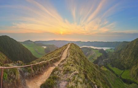 葡萄牙 亚速尔群岛 步道 护栏 山 日落 4k风景高端电脑桌面壁纸