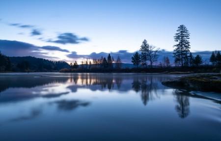 静谧的河流 山水树木风景4k高端电脑桌面壁纸