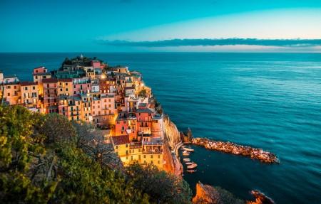 美丽的晚上意大利五渔村4k风景高端电脑桌面壁纸