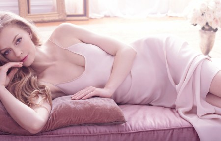 穿粉红色连衣裙的外国美女4k壁纸3840x2160