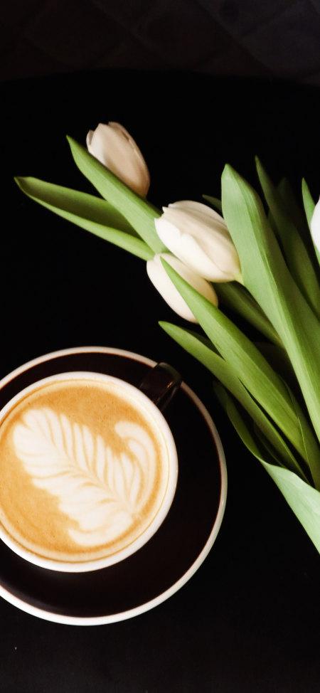 咖啡和郁金香4K高清手机壁纸推荐
