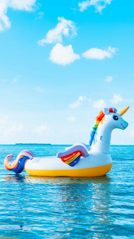 海面上的彩虹独角兽充气船极品游戏桌面精选4K手机壁纸