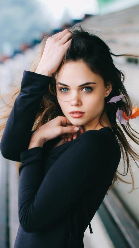 蓝眼睛性感美女4K高清手机壁纸推荐