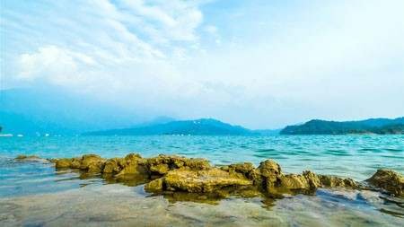 台湾,日月潭,岩石,蓝天白云高端桌面精选 3840x2160