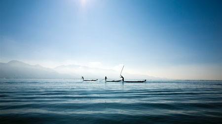 早上,湖,渔船,阳光,雾高端桌面精选 3840x2160