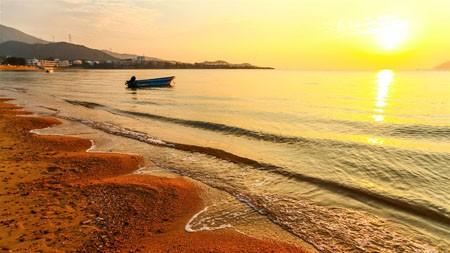 日出,沙滩,波,小船,自然,风景百变桌面精选 3840x2160