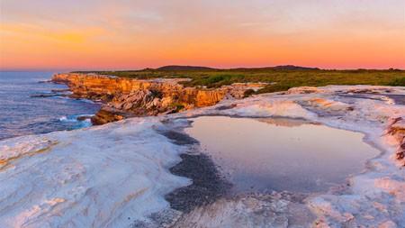 海,海岸,日落,红色的悬崖,白色的岩石高端桌面精选 3840x2160