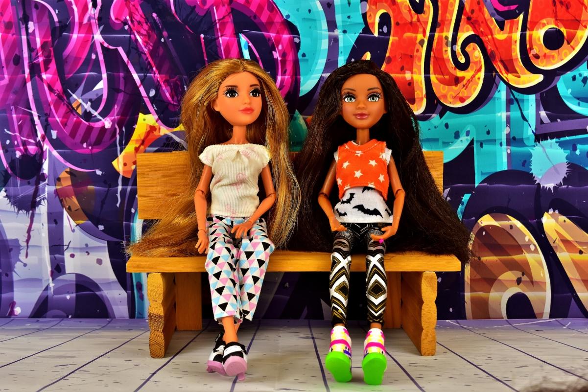 女朋友 友谊 玩偶 坐着 墙 丰富多彩 儿童玩具4K图片