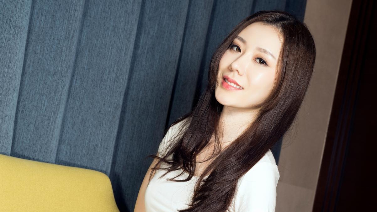 江琴 长发养眼美女4k高端电脑桌面壁纸