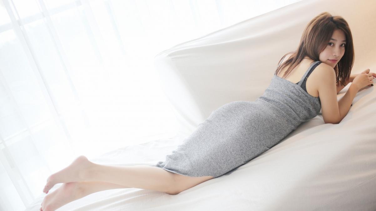 许诺Sabrina 连衣裙 床上写真 4K高端电脑桌面壁纸