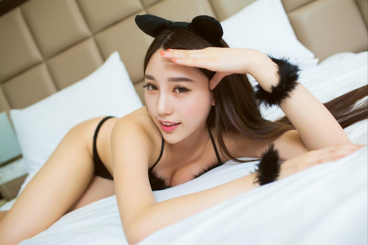 床上可爱性感美女刘奕宁Lynn 4K高端电脑桌面壁纸