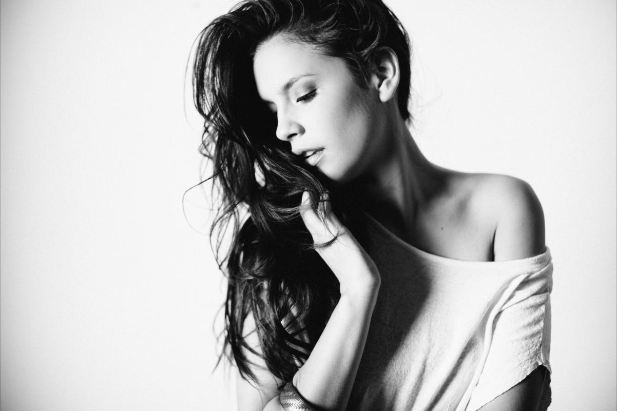 黑白照片 性感美女模特5K高端电脑桌面壁纸