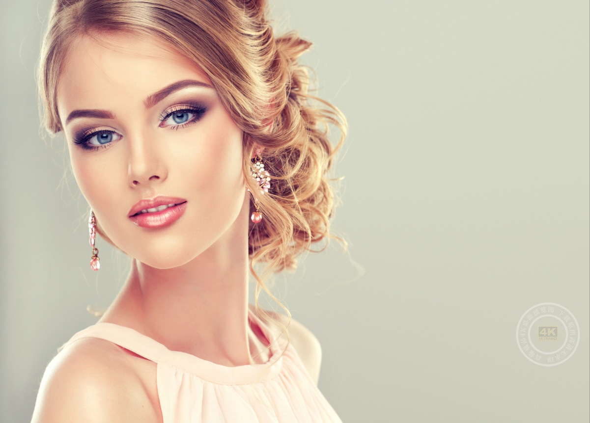女孩 睫毛 微笑 头发 化妆 唇膏 蓝色的眼睛 时尚 耳环 5K美女高端电脑桌面壁纸