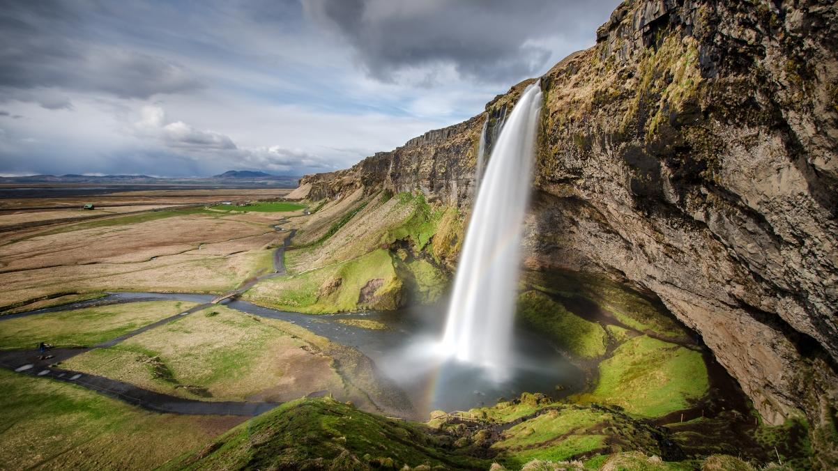 冰岛塞里雅兰瀑布(Seljalandsfoss)4k风景高端电脑桌面壁纸