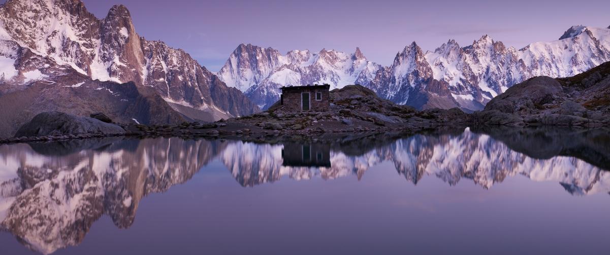 寂静的高山湖泊小屋3440x1440风景高端电脑桌面壁纸