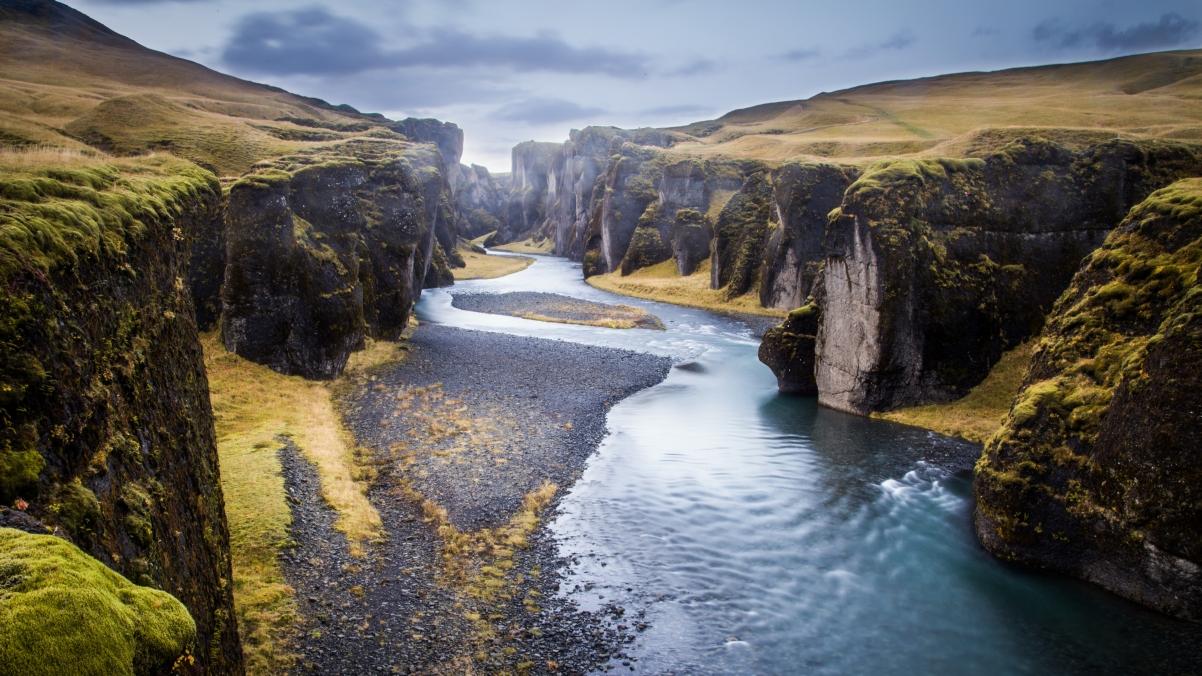 冰岛 峡谷 河流 4K高清桌面高端电脑桌面壁纸