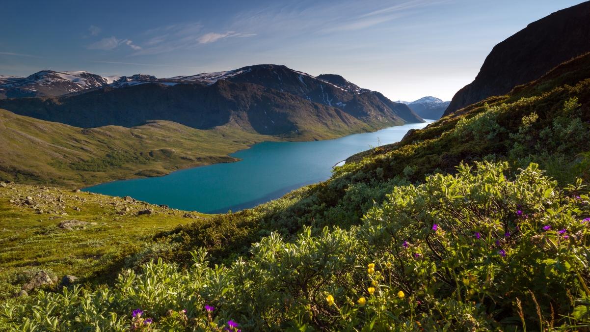 挪威 美丽的绿松石色的高山湖泊3840x2160风景高端电脑桌面壁纸