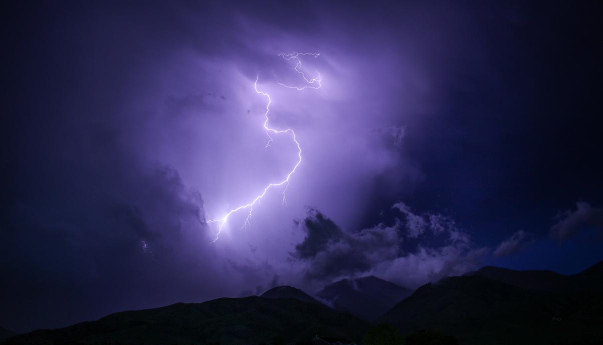 黑暗 闪电 山 自然 户外 天空 雷声 天气 5K风景高端电脑桌面壁纸