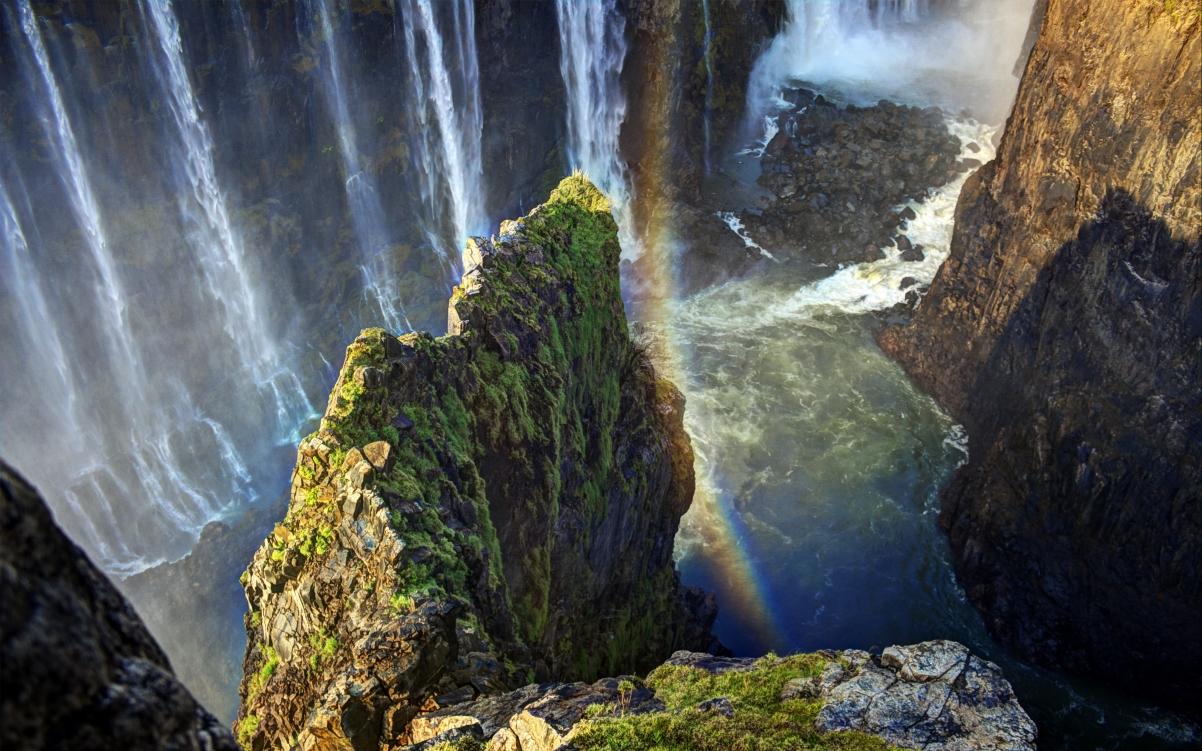 津巴布韦共和国 瀑布 岩石 彩虹 风景4K高端电脑桌面壁纸