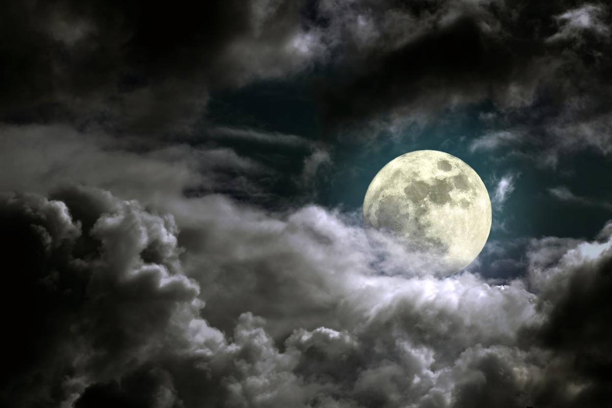 夜间天空 月亮 4K风景高端电脑桌面壁纸