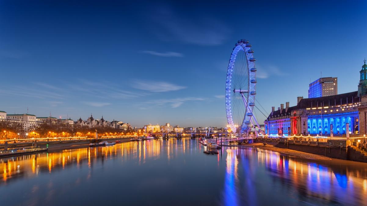 天空 云 灯 河 英国伦敦风景4K高端电脑桌面壁纸