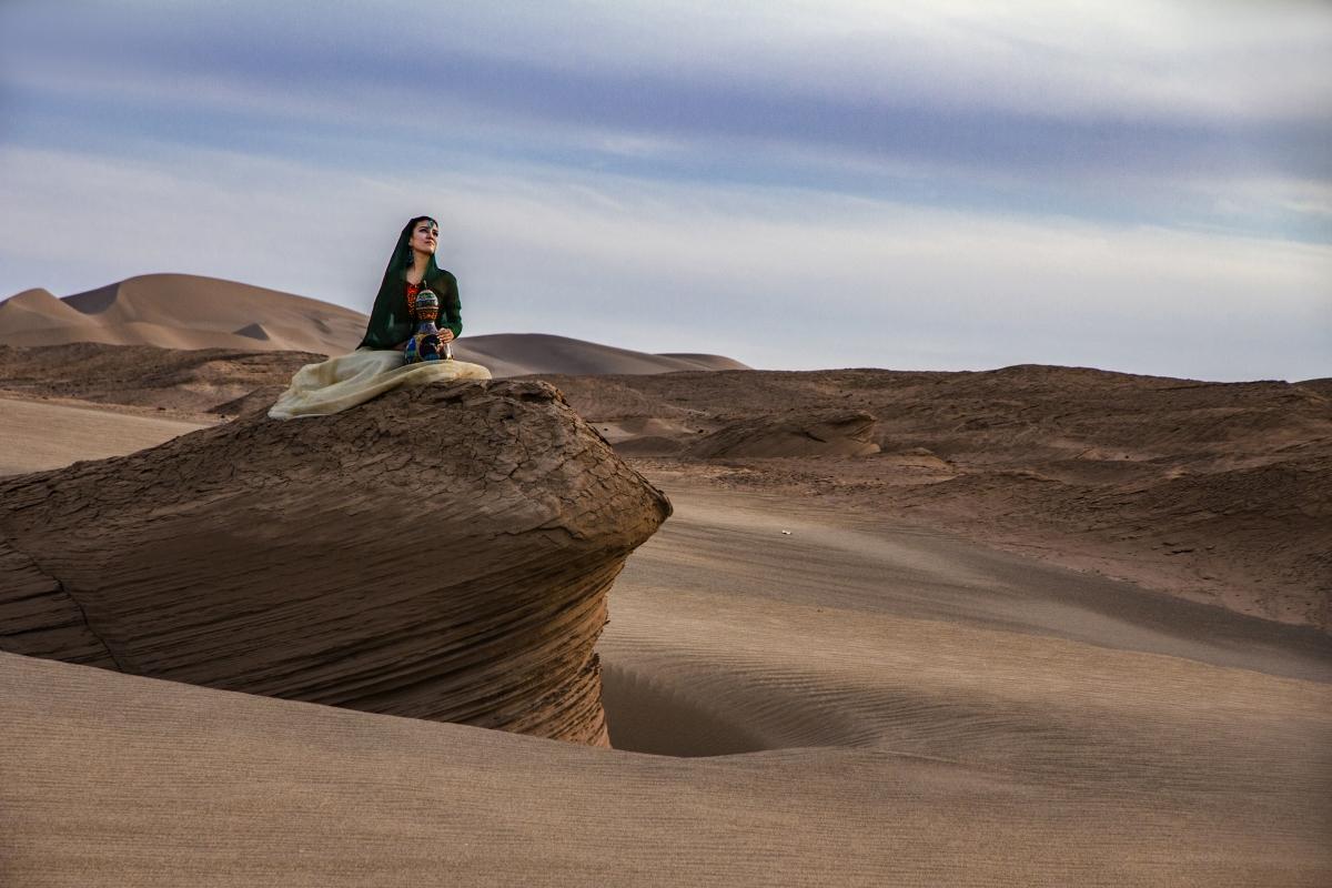 新疆风光 沙漠 美女的姑娘 4k图片