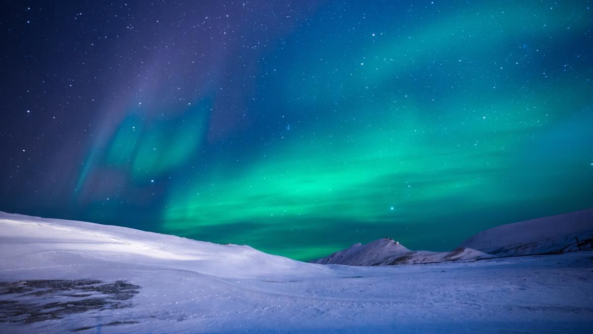 美丽极光星空雪地风景4k高端电脑桌面壁纸3840x2160