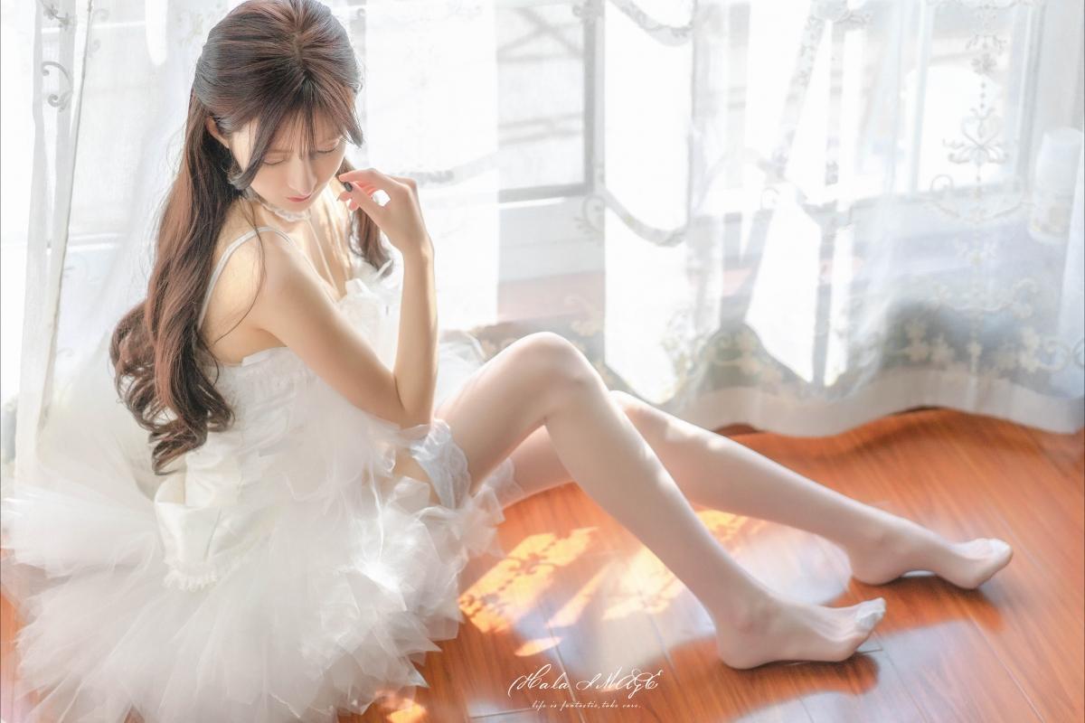 白色婚纱裙子 白色丝袜美腿美女4k高端电脑桌面壁纸