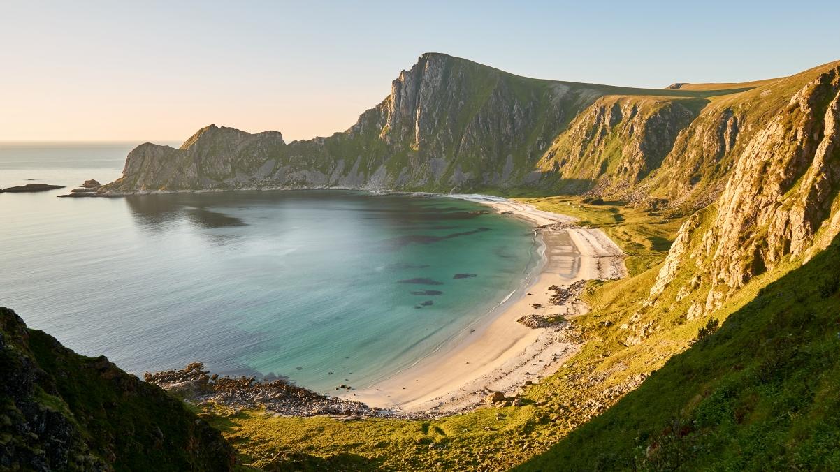 挪威北部山脉间的隐藏海滩4k风景超高清壁纸精选3840x2160