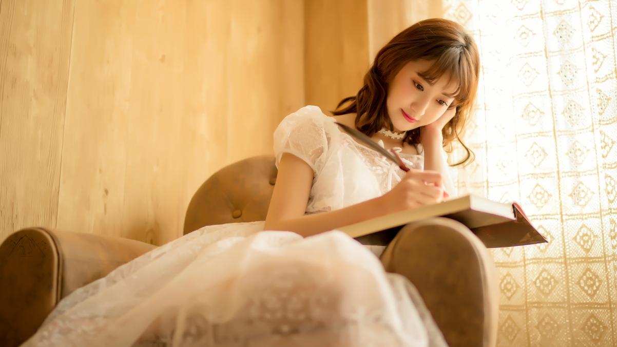 写字的清纯美女4k壁纸3840x2160