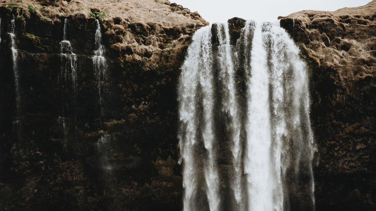 冰岛大瀑布风景4k高清壁纸极品壁纸推荐3840x2160