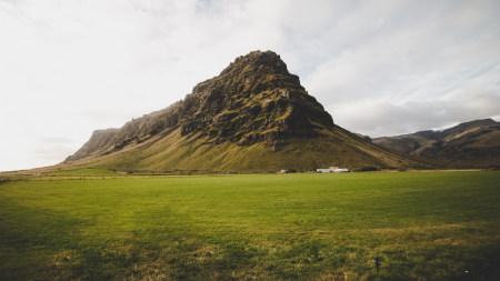 草原上的高山高端桌面4K+高清壁纸图片