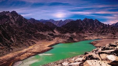 起伏的群山和湖泊风景高端桌面4K+高清壁纸图片