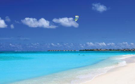 马尔代夫海空上的滑翔伞高端桌面4K+高清壁纸图片