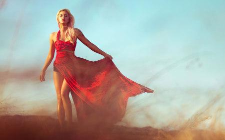 少女红裙户外写真极品游戏桌面精选4K+高清壁纸