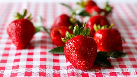 草莓极品壁纸推荐高清壁纸