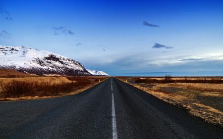 冰岛公路和蓝天风景百变桌面精选高清壁纸