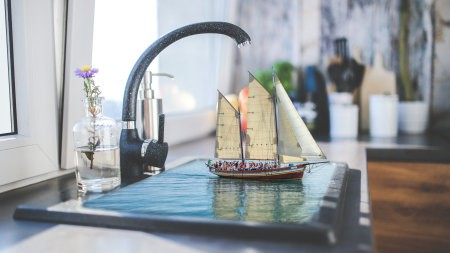 虚拟现实水槽里的帆船模型极品壁纸推荐高清壁纸