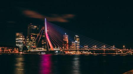 荷兰鹿特丹夜晚伊拉斯谟斯大桥高端桌面4K+高清壁纸图片