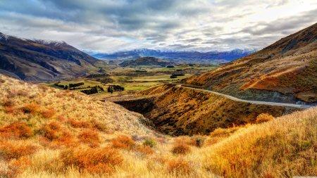 山脉山谷天空风景高端桌面4K+高清壁纸图片