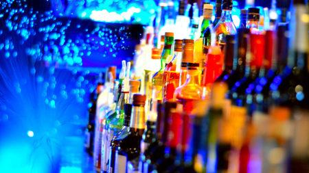 五颜六色的酒瓶高端桌面4K+高清壁纸图片