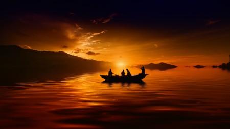 泛舟湖上欣赏日落高端桌面4K+高清壁纸图片