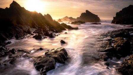 海岸边的岩石高端桌面4K+高清壁纸图片